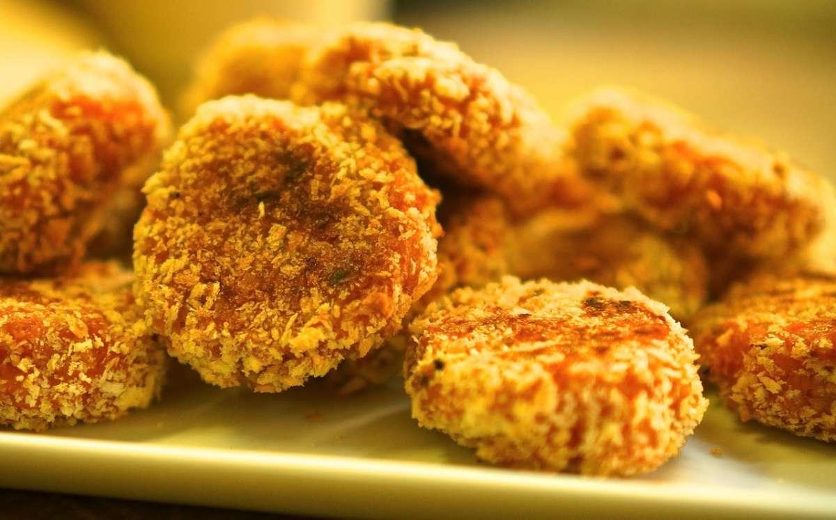קציצות בטטה ברוטב קארי גבישס - בלוג האוכל של מירב גביש