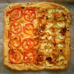 מאפה בצק עלים עם עגבניות וקישואים