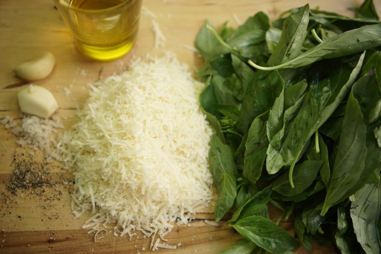 פסטו בזיליקום, גבישס - בלוג האוכל של מירב גביש