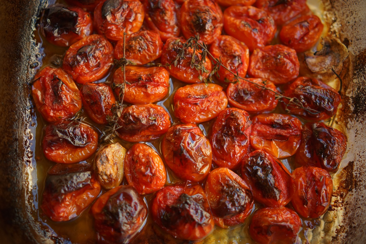 עגבניות שרי צלויות - בלוג האוכל של מירב גביש