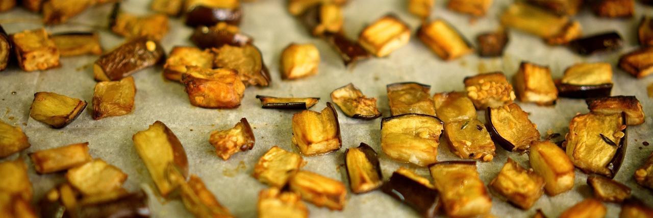סלט קינואה עם חציל וכל טוב, גבישס, בלוג האוכל של מירב גביש