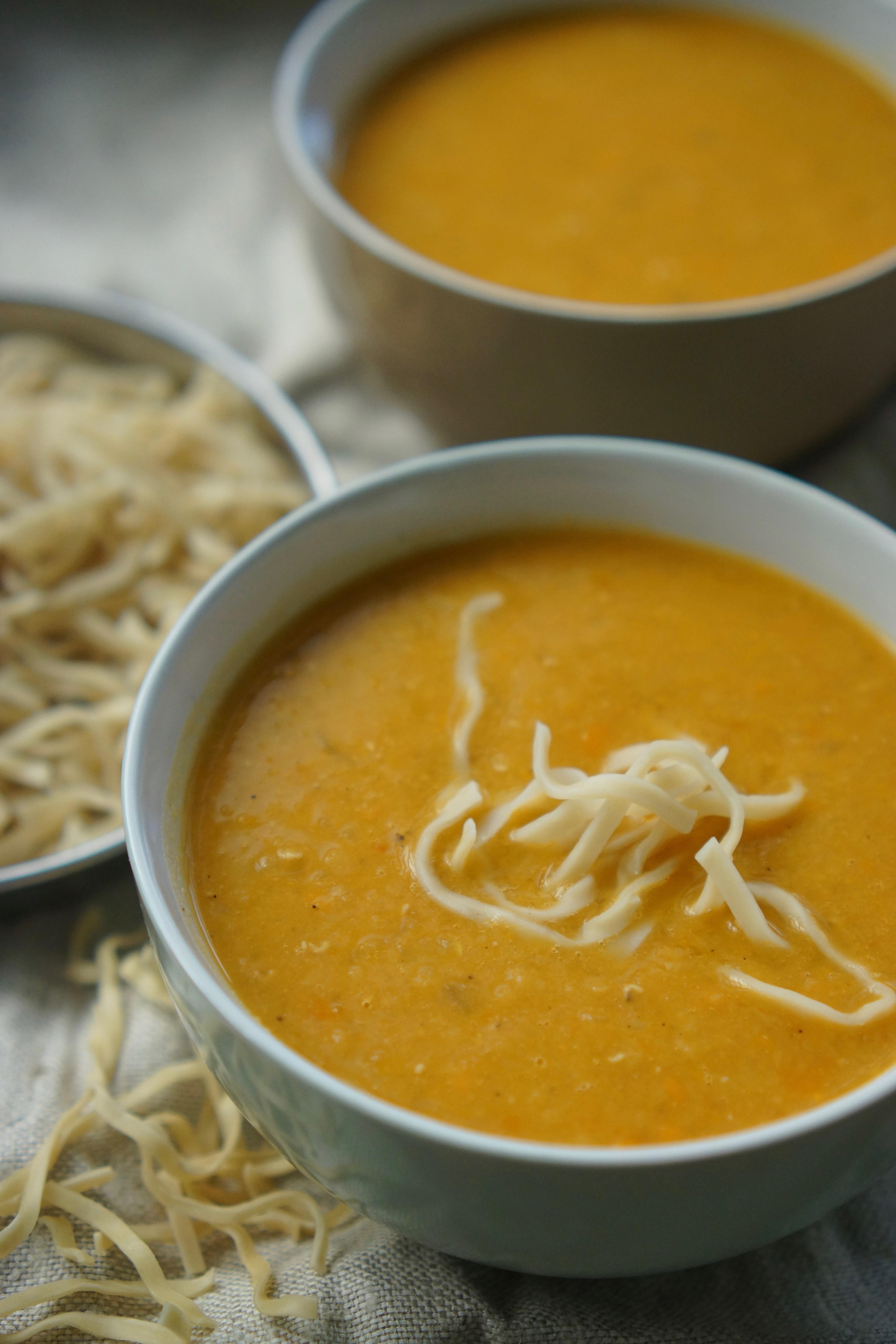 קערת מרק עם אטריות, מרק עדשים כתומות של אחיות, בלוג האוכל של גבישס.