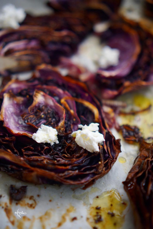 כרוב סגול צלוי, עם גבינת פטה מעל, גבישס, בלוג האוכל של מירב גביש.