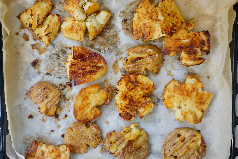 תפוחי אדמה מעוכים צלויים